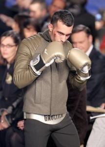 Gaultier presenta su coleccion otono-invierno sobre un ring de boxeo1