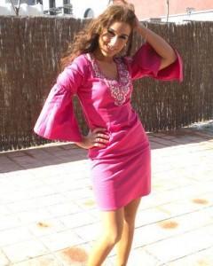 Indhira pone de moda los vestidos de Chatik & Kertan4