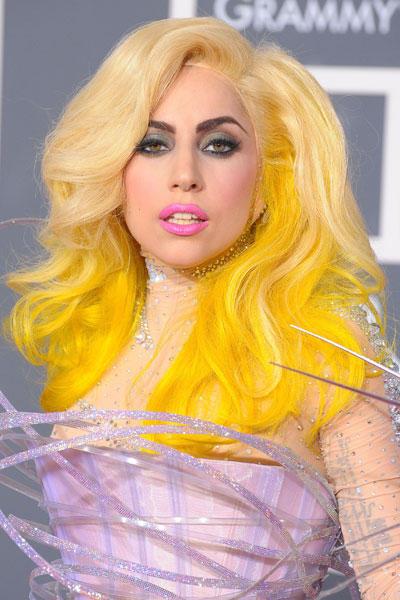Los looks mas sorprendentes de los Premios Grammy1