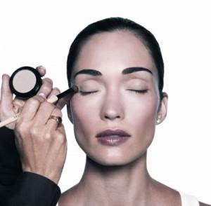 Bobbi Brown lanza la campana Pretty Powerful1