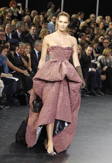 Louis Vuitton saca a la pasarela a las viejas modelos