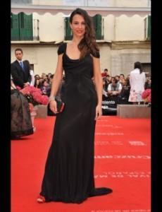 xenia_tostado vestido negro