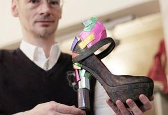 Un zapato con 30 centimetros de taco