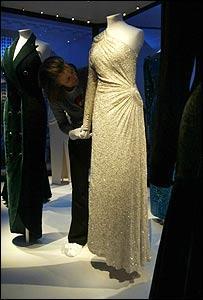Subastado el vestido que toda mujer puede desear