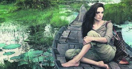 Angelina, posando para Louis Vuitton