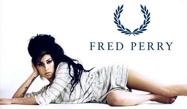 Amy, posando para la firma Fred Perry