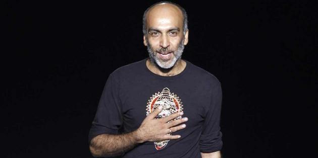 El diseñador indio, a dos puntas