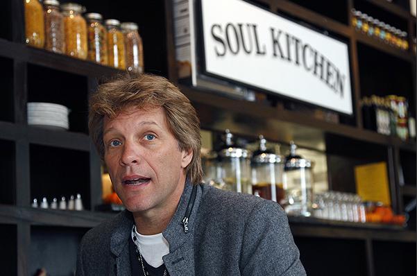 Jon Bon Jovi y su ayuda a los más necesitados